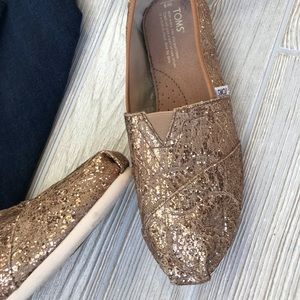 TOMS | Gold & Floral Lace Flats (NEW!)